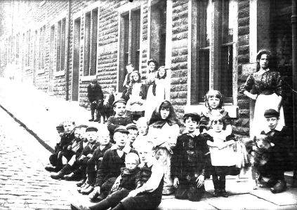 Children in Florence Street in the early 1930's